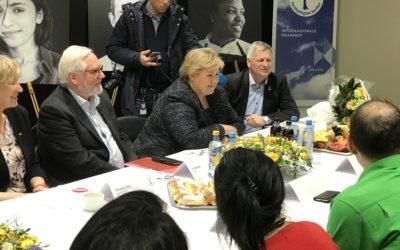 Statsminister Erna Solberg besøker Internasjonale Drammen